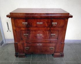 biedermeierkommode-um-1820-mahagoni