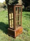 res-kleine-vitrine-um-1910.2