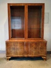 art-deco-vitrine-nussbaum-um-1920