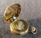goldene-taschenuhr-mit-medaillon-56-zlotniki-3-6-cmcm.4