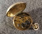 goldene-taschenuhr-mit-medaillon-56-zlotniki-3-6-cmcm.6
