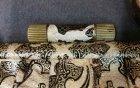 art-deco-handtasche-schwarz-beige-und-gold-gepraegt.2