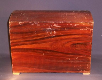 kleine-buckeltruhe-um-1880-h-32-cm