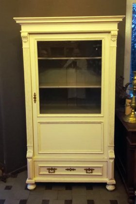 vitrine-gruenderzeit-um-1880-weis-gefasst-shabby-chic